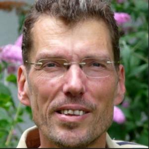 """Bernd Hückstädt entwickelte Gradido gemeinsam mit Margret Baier Eine """"Gebrauchsanleitung für die Zukunft""""."""