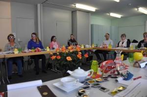"""Die Teilnehmer am Workshop """"Neue Körperharmonisierunt mit Lichtfrequenzen über die Augen waren beeindruckt von der Wirkung der Farben auf den Organismus."""