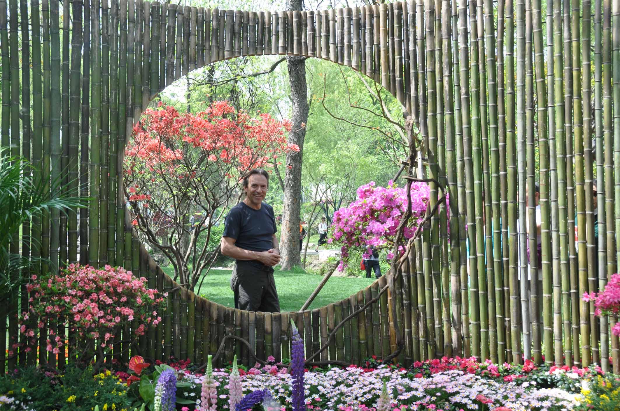 Wendelin Niederberger hat die alten Gärten Chinas und die berühmten Anlagen in Japan vor Ort studiert und zeigt, wie man aus jedem Garten einen Kraftplatz machen kann.